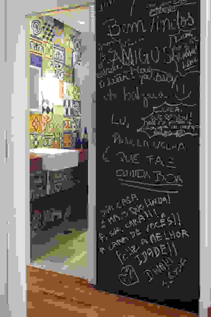Apartamento Visconde da Luz Janelas e portas modernas por Rachel Nakata Arquitetura Moderno