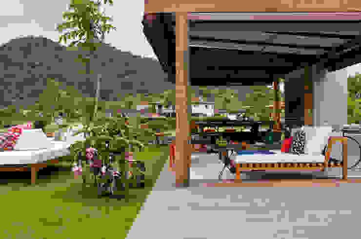 Gazebo Varandas, alpendres e terraços tropicais por Marilia Veiga Interiores Tropical