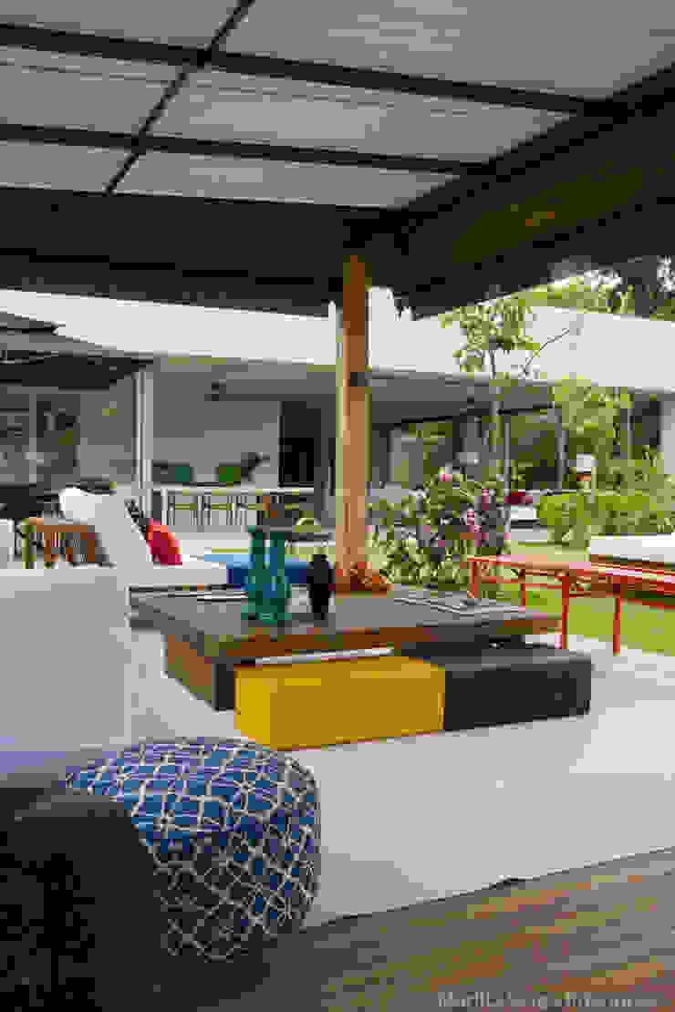 Terraço Varandas, alpendres e terraços tropicais por Marilia Veiga Interiores Tropical