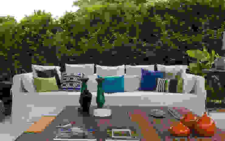 Terrasse von Marilia Veiga Interiores, Tropisch