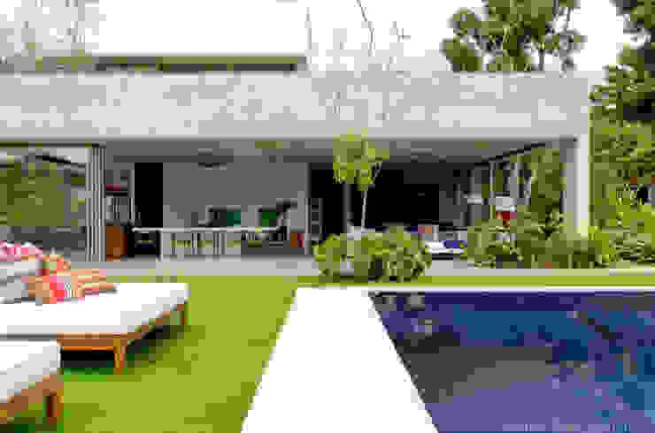 Casa + Piscina Casas modernas por Marilia Veiga Interiores Moderno