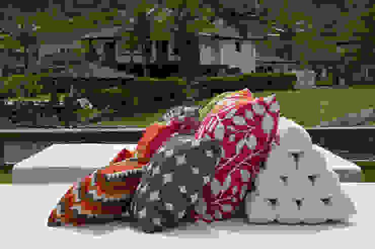 Almofadas Varandas, alpendres e terraços tropicais por Marilia Veiga Interiores Tropical