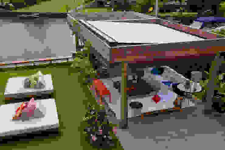 Paisagem Varandas, alpendres e terraços tropicais por Marilia Veiga Interiores Tropical