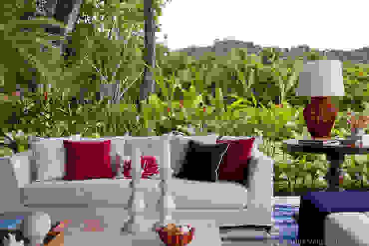 Living + Natureza Salas de estar tropicais por Marilia Veiga Interiores Tropical
