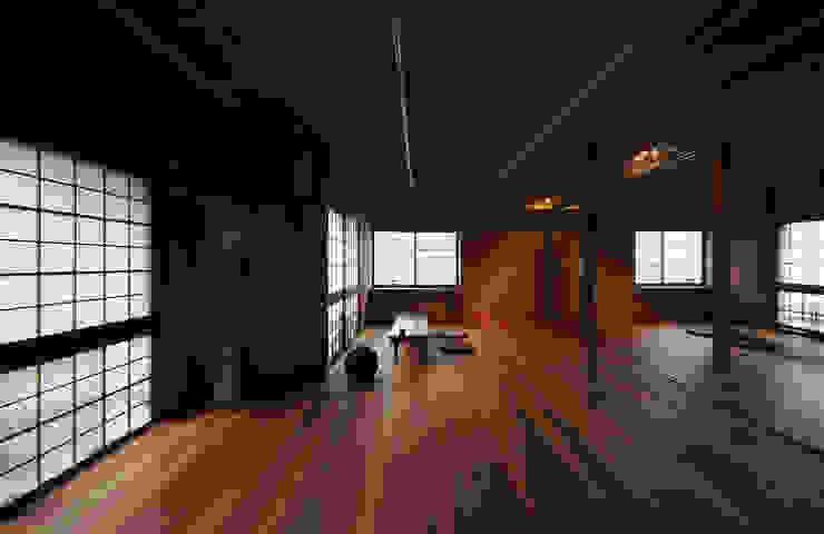 3室を1室に改装したリビングダイニング 和風デザインの 多目的室 の UZU 和風