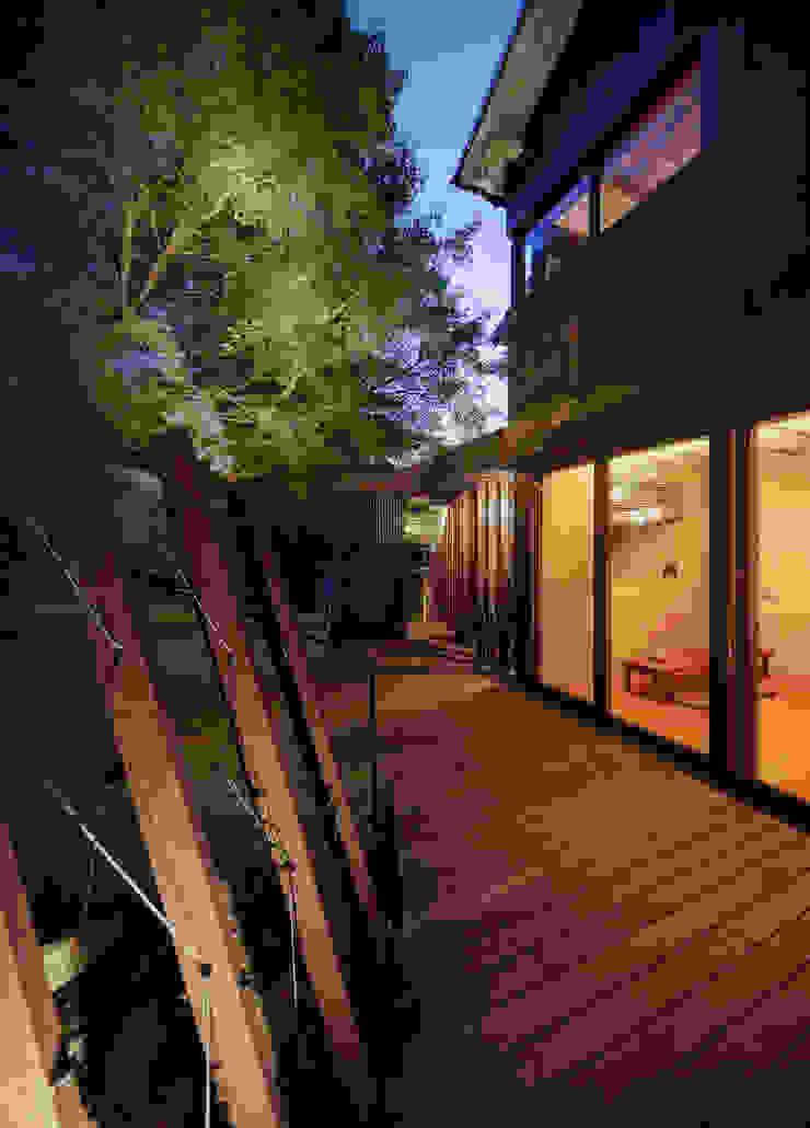 テラス夕景 アジア風 庭 の UZU 和風