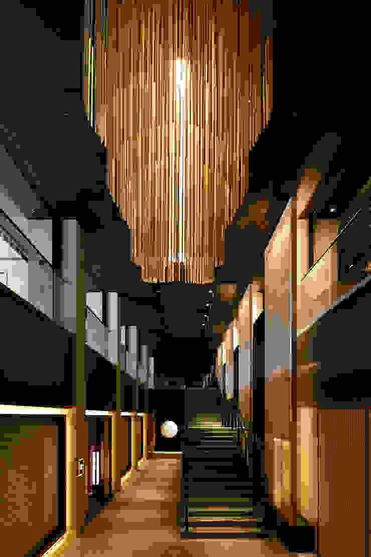 Atrium モダンなホテル の WORKTECHT CORPORATION モダン