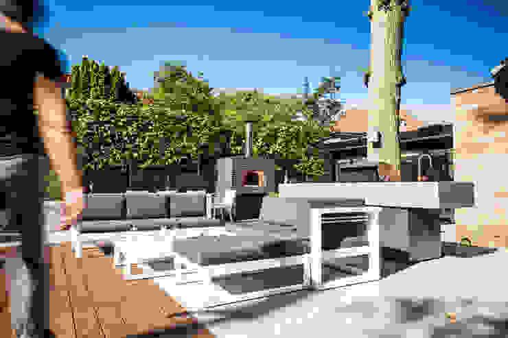 Pizzaoven voor het ultieme buitenleven Moderne balkons, veranda's en terrassen van Studio REDD exclusieve tuinen Modern