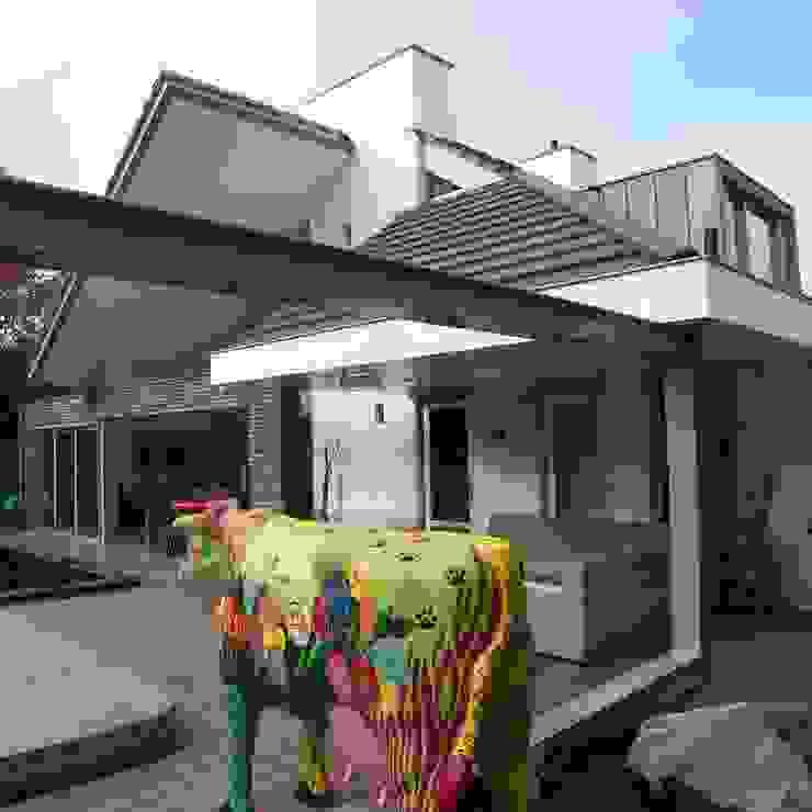 modern  by EIKplan architecten BNA, Modern