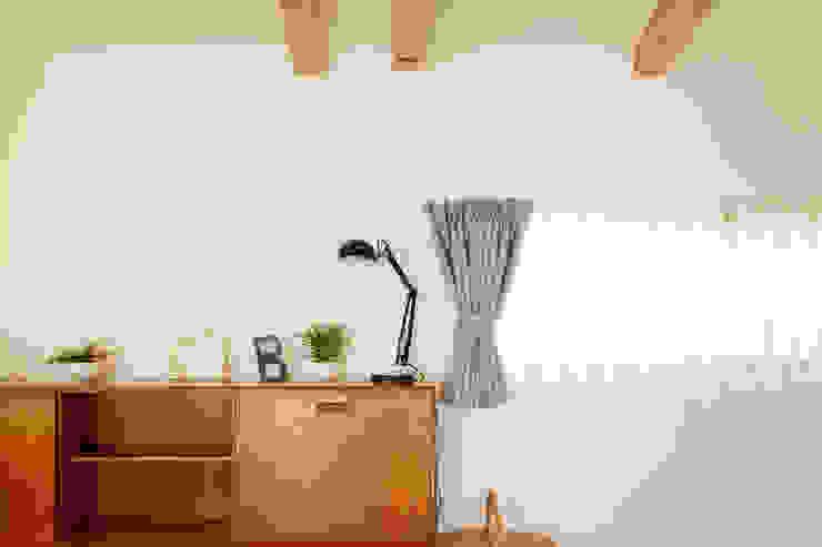 内と外をつなぐ平屋の家 カントリーデザインの リビング の ELD INTERIOR PRODUCTS カントリー