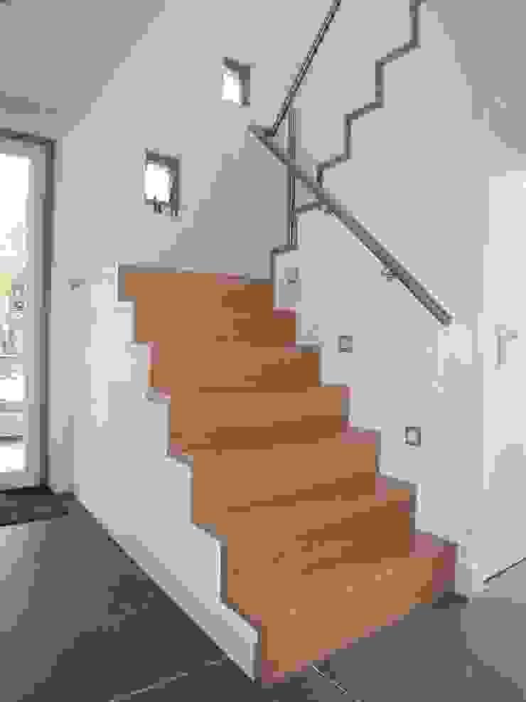Modern Corridor, Hallway and Staircase by EIKplan architecten BNA Modern