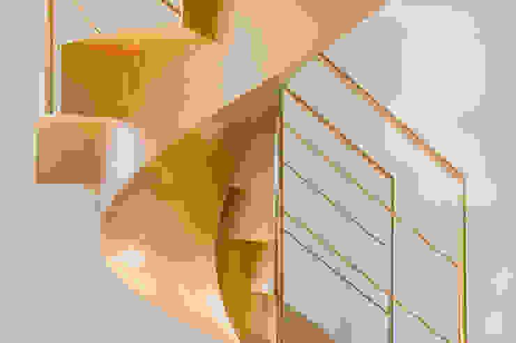 Residenza privata – Design : studio CdA – Mabelelab Ingresso, Corridoio & Scale in stile eclettico di MABELE by MA-Bo srl Eclettico