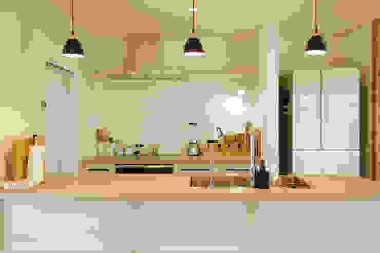 内と外をつなぐ平屋の家 カントリーデザインの キッチン の ELD INTERIOR PRODUCTS カントリー
