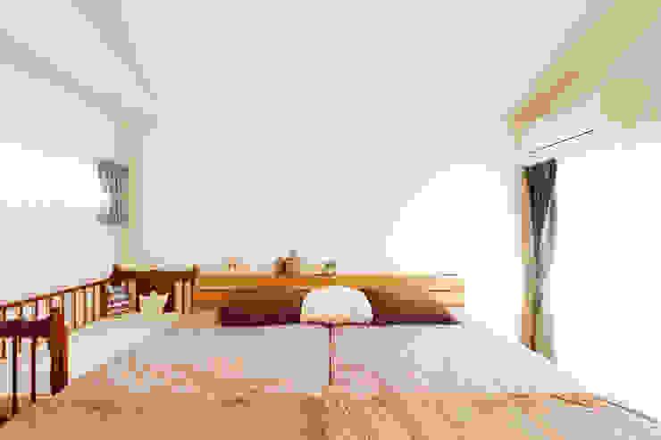 内と外をつなぐ平屋の家 カントリースタイルの 寝室 の ELD INTERIOR PRODUCTS カントリー