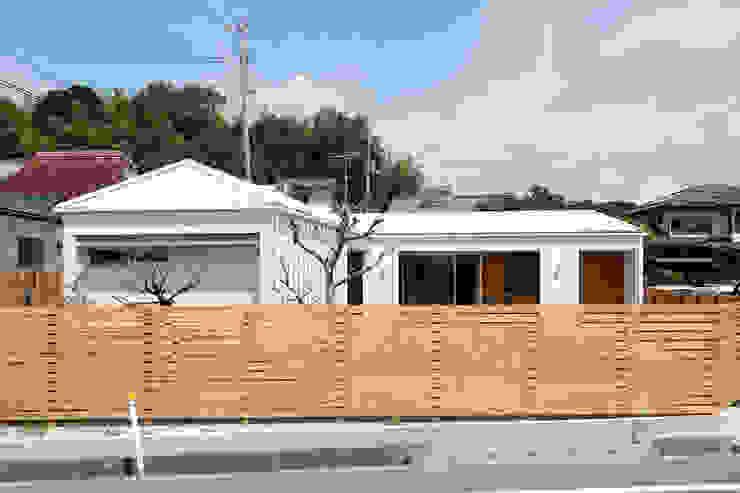 内と外をつなぐ平屋の家 カントリーな 家 の ELD INTERIOR PRODUCTS カントリー