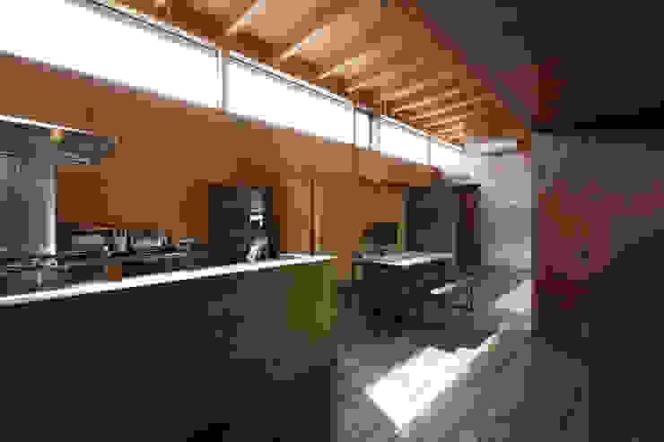 キッチン・ダイニング・リビング ラスティックデザインの キッチン の 道家洋建築設計事務所 ラスティック
