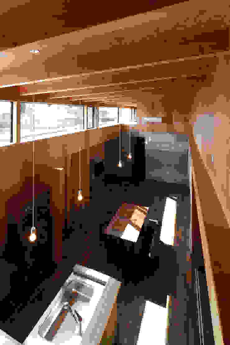 ハイサイドライト ラスティックデザインの リビング の 道家洋建築設計事務所 ラスティック