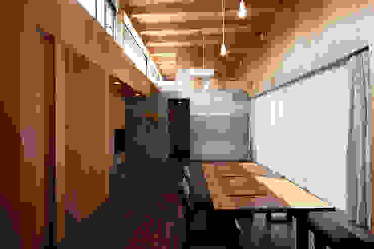 リビング・ダイニング ラスティックデザインの ダイニング の 道家洋建築設計事務所 ラスティック