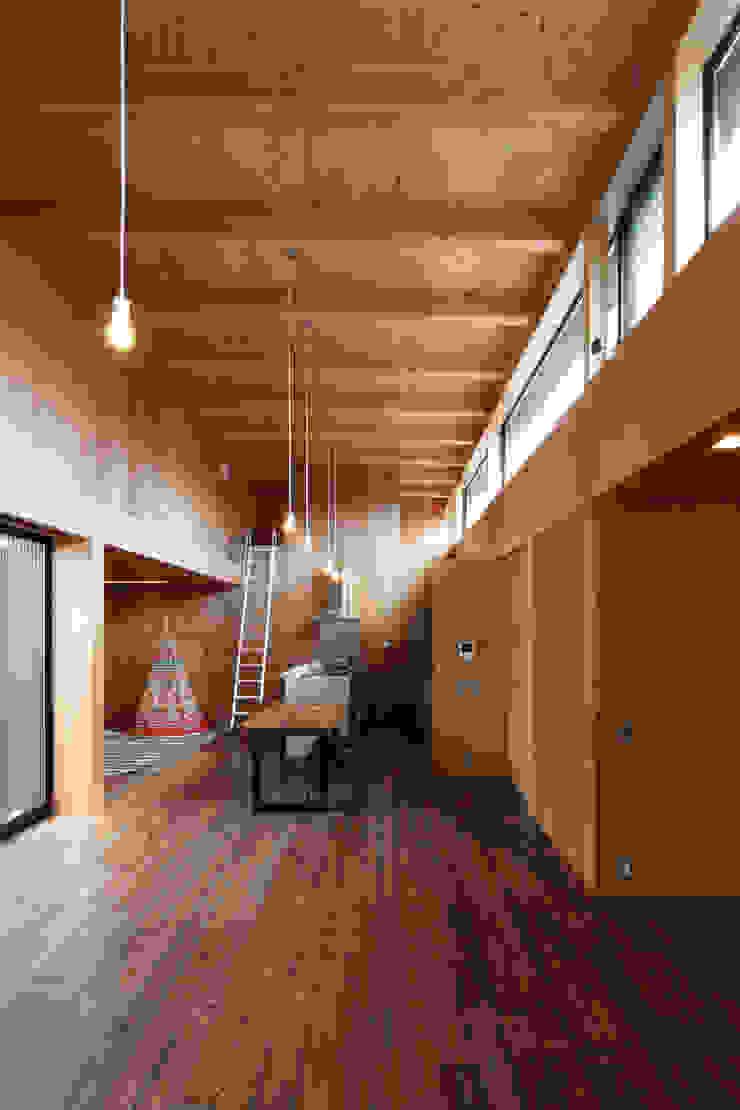 リビング・ダイニング・キッチン ラスティックデザインの ダイニング の 道家洋建築設計事務所 ラスティック