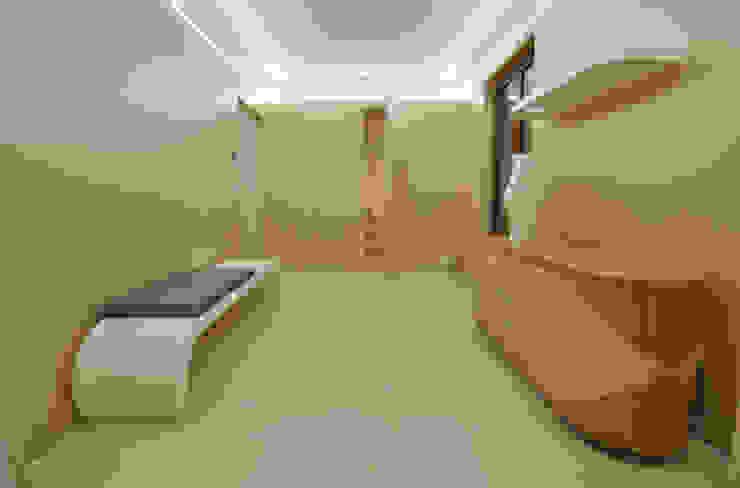 Коридор, прихожая и лестница в модерн стиле от Marco Stigliano Architetto Модерн