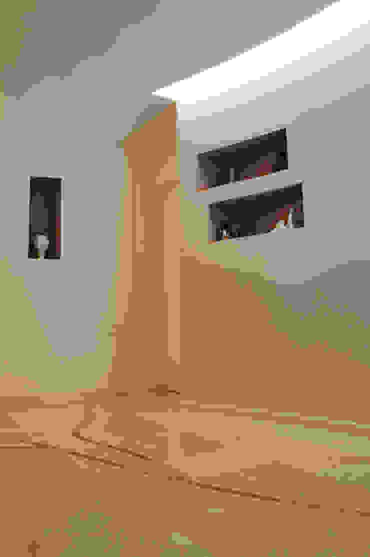 CurviLINE Studio minimalista di Marco Stigliano Architetto Minimalista