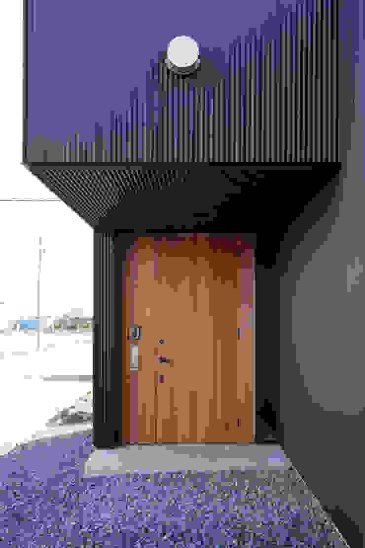 玄関 ラスティックな 窓&ドア の 道家洋建築設計事務所 ラスティック