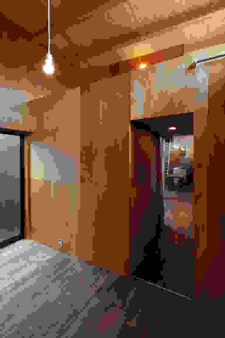 寝室・ロフト ラスティックスタイルの 寝室 の 道家洋建築設計事務所 ラスティック