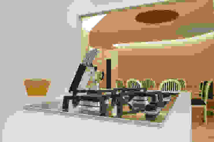CurviLINE Cucina moderna di Marco Stigliano Architetto Moderno