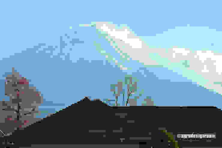すぐそこに、手の届きそうな富士を見る。 モダンな 家 の アグラ設計室一級建築士事務所 agra design room モダン