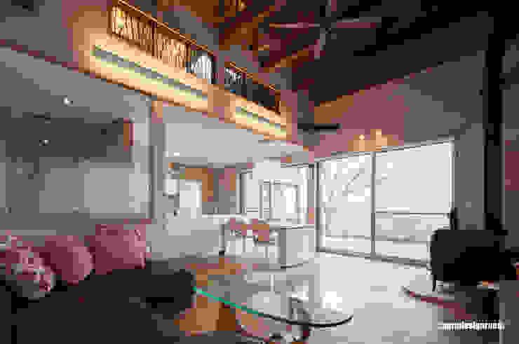 Livings de estilo moderno de アグラ設計室一級建築士事務所 agra design room Moderno