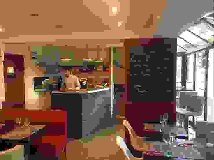 Détail du rez-de-chaussée après les travaux (droite de la salle). Gastronomie moderne par Anne Gindre Décoratrice d'Intérieur Moderne