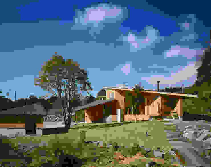 Villa Boomerang Moderne huizen van 森吉直剛アトリエ/MORIYOSHI NAOTAKE ATELIER ARCHITECTS Modern