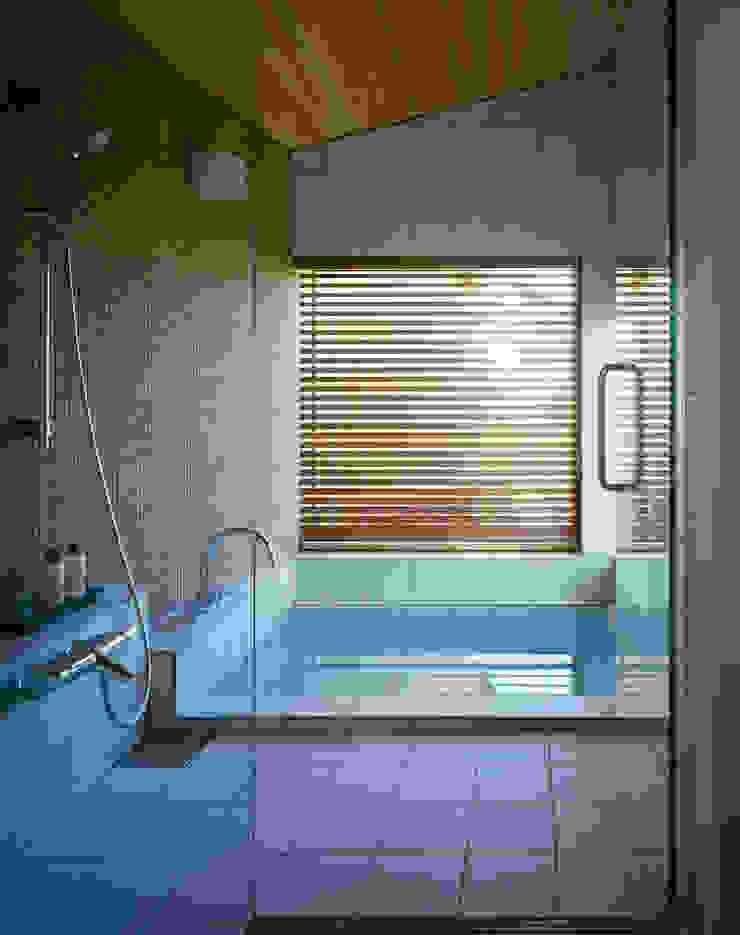 Villa Boomerang 森吉直剛アトリエ/MORIYOSHI NAOTAKE ATELIER ARCHITECTS 現代浴室設計點子、靈感&圖片