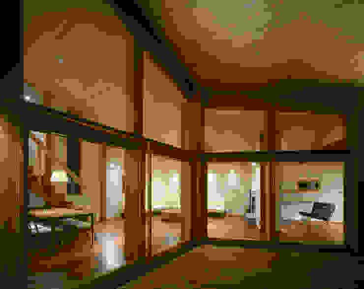 Villa Boomerang Varandas, marquises e terraços modernos por 森吉直剛アトリエ/MORIYOSHI NAOTAKE ATELIER ARCHITECTS Moderno