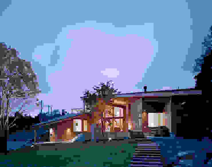 Villa Boomerang 現代房屋設計點子、靈感 & 圖片 根據 森吉直剛アトリエ/MORIYOSHI NAOTAKE ATELIER ARCHITECTS 現代風