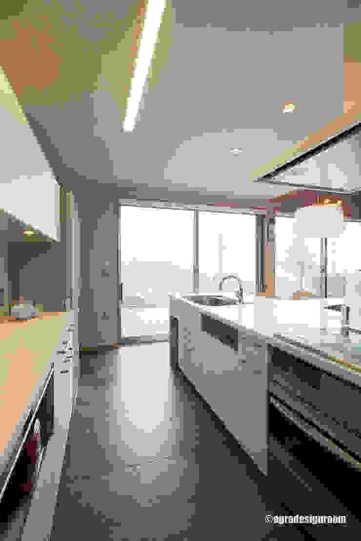 Cocinas de estilo moderno de アグラ設計室一級建築士事務所 agra design room Moderno