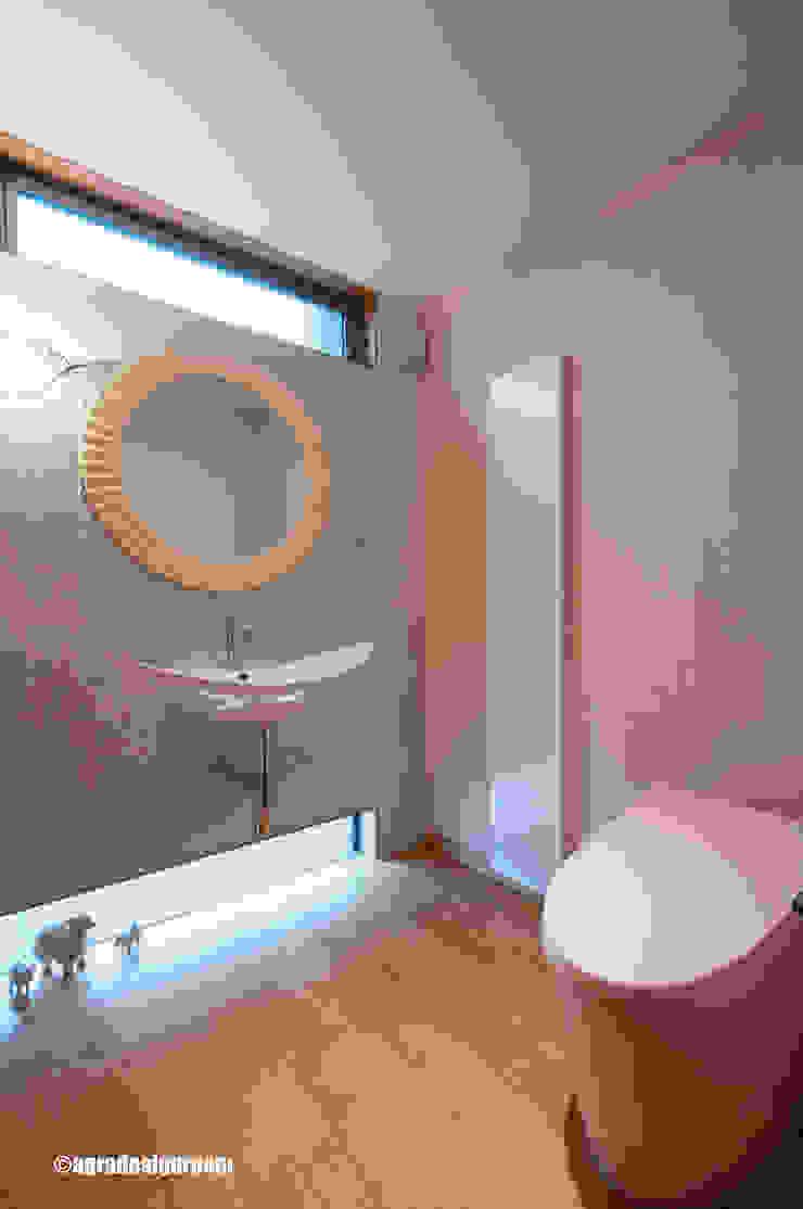 Baños de estilo moderno de アグラ設計室一級建築士事務所 agra design room Moderno