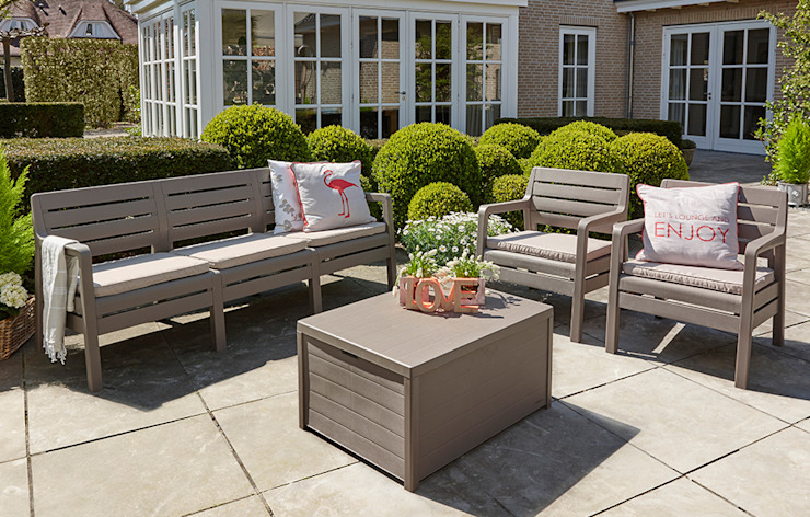 Delano Classic style garden by Out & Out Original Classic