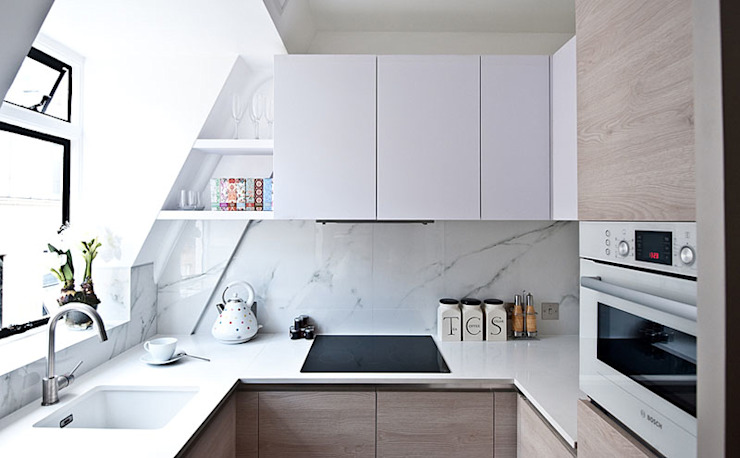 Compact kitchen with marble tiles:  Kitchen by Porcel-Thin