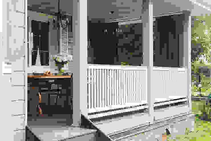 Загородный дом в скандинавском стиле Сад в скандинавском стиле от COUTURE INTERIORS Скандинавский