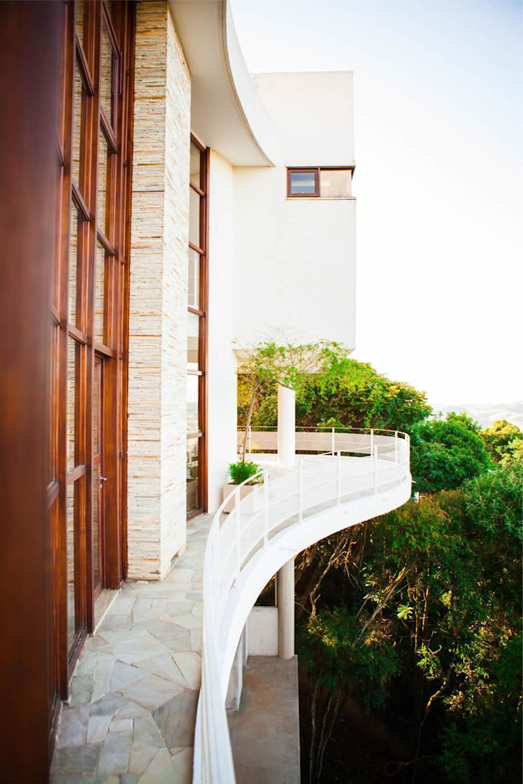 Modern balcony, veranda & terrace by Mascarenhas Arquitetos Associados Modern