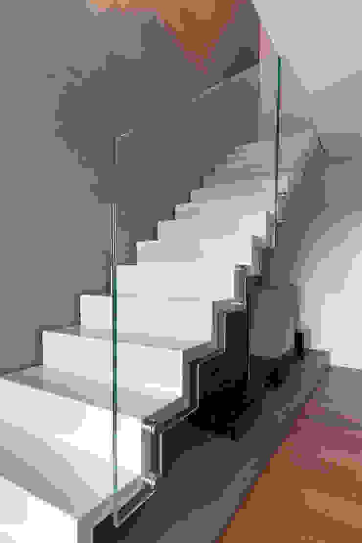 Residenza privata – design Meregalli- Merlo- Carmagnola Ingresso, Corridoio & Scale in stile moderno di MABELE by MA-Bo srl Moderno