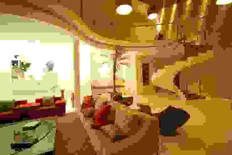 モダンスタイルの 玄関&廊下&階段 の Mascarenhas Arquitetos Associados モダン