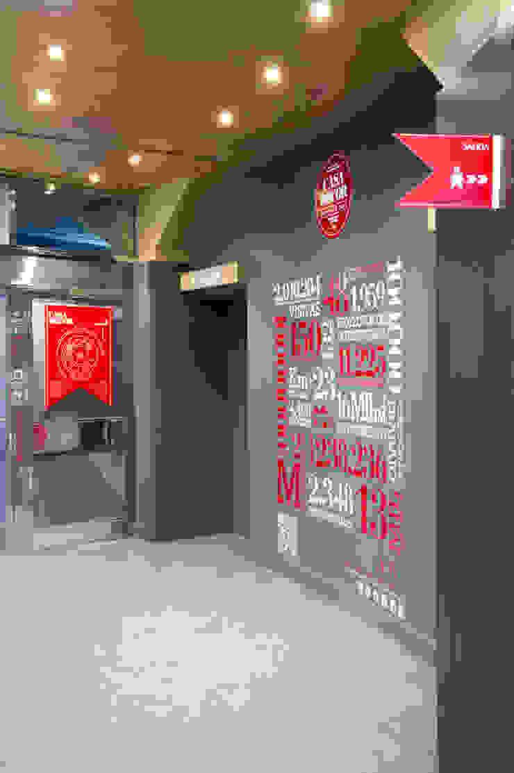 """Güindous 16″ Casa Decor Madrid 2013 Diseño de ferias de estilo moderno de Egue y Seta Moderno"