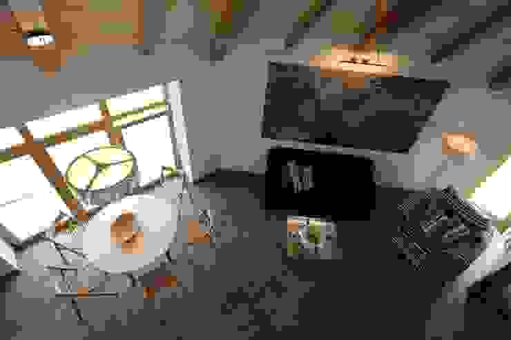 юрта в подмосковье Гостиная в стиле кантри от Архитектурное бюро и дизайн студия 'Линия 8' Кантри