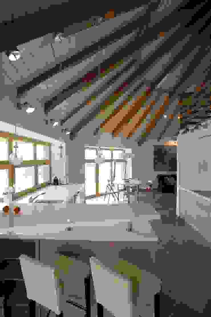 юрта в подмосковье Кухня в стиле кантри от Архитектурное бюро и дизайн студия 'Линия 8' Кантри