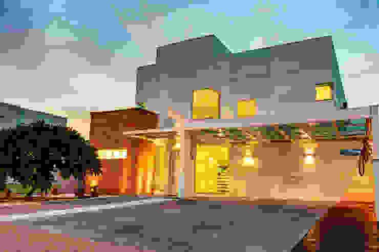 Case moderne di Renato Lincoln - Studio de Arquitetura Moderno