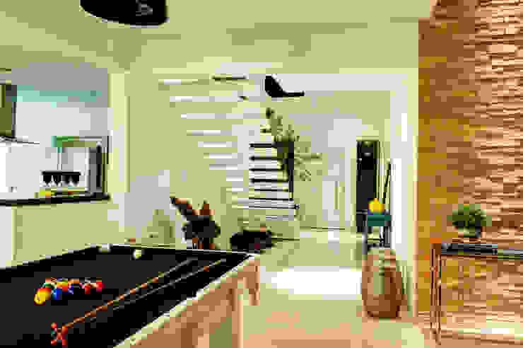 Modern Corridor, Hallway and Staircase by Renato Lincoln - Studio de Arquitetura Modern