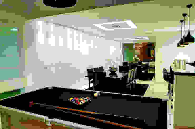 Modern Dining Room by Renato Lincoln - Studio de Arquitetura Modern