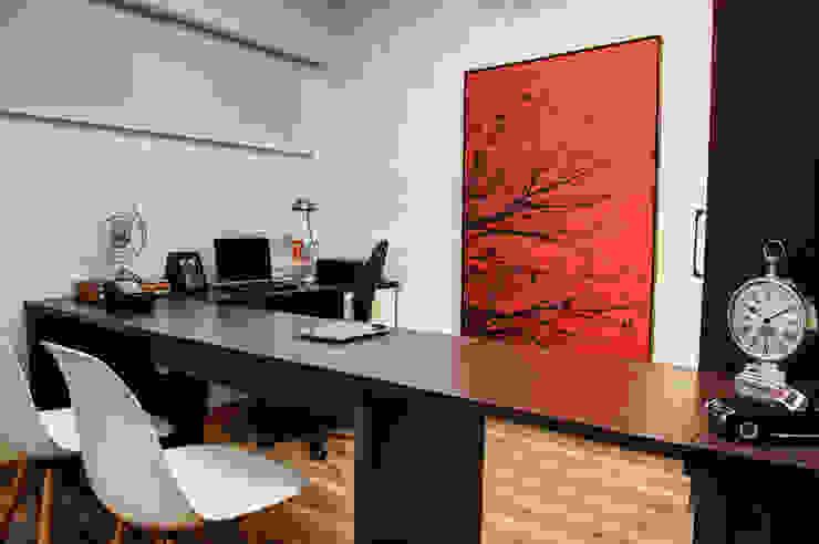 Oficinas y bibliotecas de estilo moderno de Renato Lincoln - Studio de Arquitetura Moderno